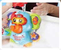 Press the light up snorkel button for fun phrases and sounds that encourage water play.